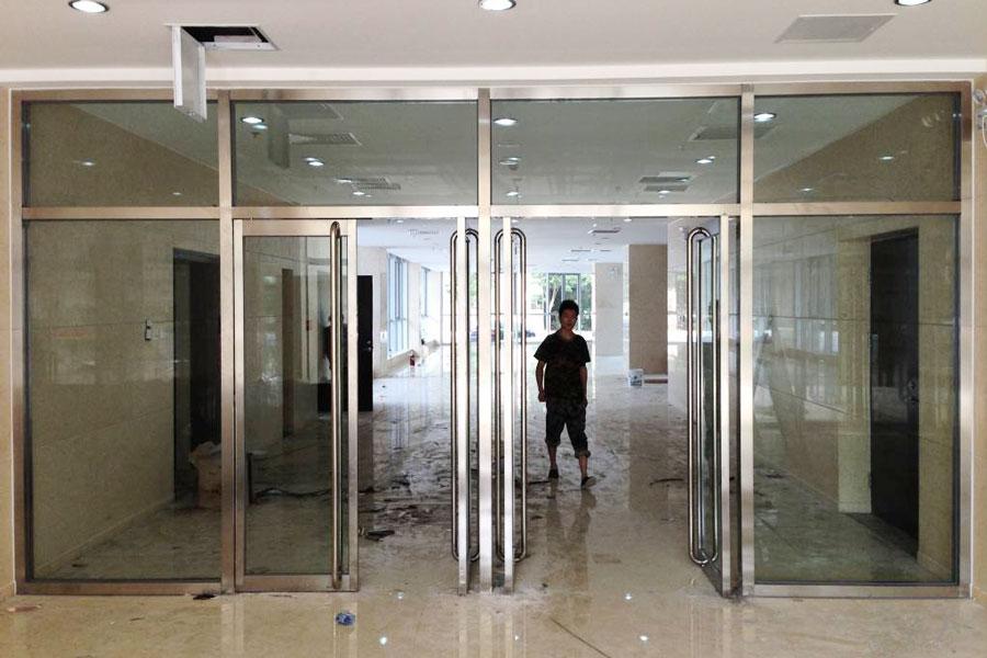 南京玻璃门安装维修部分